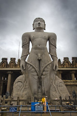 Gommateshvara Bahubali (Ragavendran / Rags) Tags: india statue clouds religious colours indian huge tall priest karnataka majestic jain 57 southindia cwc mahaveer indianlife incredibleindia beautifulindia chennaiweekendclickers shravananabelagola ragavendran gommateshvarabahubali