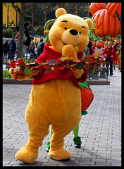 Mickey's Halloweend Celebration (ramonawings) Tags: man flower halloween fleur girl pumpkin dale witch disney mickey donald celebration daisy chip pluto minnie loulou tac fifi tic cheap riri mickeys disneylandparis clarice cavalcade clarabelle sorciere dhalloween picsou