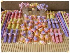 DSCN2909 (Lili Arte em biscuit) Tags: rosa amarelo biscuit coruja lápis lilás prendedor grampo aplique fecha pregador corujinha ponteira