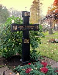 August Strindbergs grav vid Haga Norra (Per Ola Wiberg ~ powi) Tags: november autumn sweden stockholm explore sverige hst kyrkogrd haganorra 2013 auguststrindbergsgrav