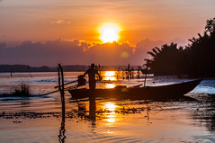 morning light shining fisherman (Azizasrar Photoghraphy) Tags: amateurtobepro slowshutter travellight nikon lake jubakar jubakarpantai sun sunrise light boat nissin sigma nikond300 sea landscapephotophraphy landscape seascape