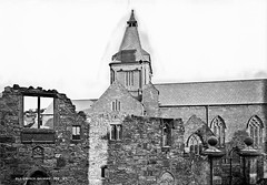 Old Church, Co. Galway? (National Library of Ireland on The Commons) Tags: robertfrench williamlawrence lawrencecollection lawrencephotographicstudio thelawrencephotographcollection glassnegative nationallibraryofireland galway countygalway church stnicholaschurch bowlinggreen stnicholascollegiatechurch collegiatechurchofstnicholas lombardstreet ruin window mementomori spire lynch hanged judge magistrate jameslynch walterlynch lynchswindow lynchsmemorialwindow legend folly