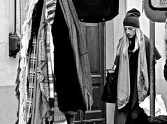 street (heiko.moser (+ 12.100.000 views )) Tags: sw schwarzweiss street strasse streetart schwarzweis streetfotografie streetportrait streetfoto people personen publicity person potrait leute women woman teen teens menschen monochrom mono entdecken einfarbig eyecatch young youngwoman girl bw blancoynegro blackwhite blond jung mädchen noiretblanc nb nero canon candid city heikomoser