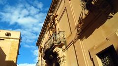 IMG_8082k - barocco e convento (molovate) Tags: balcone window tafme convento grada finestra stemma cielo volate nuvole azzurro canon powershot sx40 hs provincia palazzo nobiliare nobile genna spanò trapani marsala
