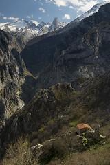 Canal del Texu (elosoenpersona) Tags: urriellu naranjo de bulnes picos europa canal tejo texu bobias camarmeña ondon asturias cabrales montaña mountains snow nieve peña castil elosoenpersona