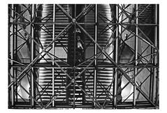 """""""Cent dessus dessous"""" (Pi-F) Tags: reflet vitre tube structure métallique métal charpente miroir escalier escalator mécanique nb noir blanc abstrait black schwarz white weiss architecture intérieur metro station ville rue liaison"""