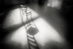 Shivering chair at midnight (PWB7942) (Pieter Berkhout) Tags: midnight spooky rillend trillend grelottant shivering huiverend shadow schaduw blurring blur ghoststory soul lightfall lighting playoflight