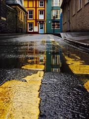 Stryd y Brenin, Aberystwyth (Rhisiart Hincks) Tags: busti gwlyb gleb fliuch wet yellow buidhe melyn melen hori jaune amarillo glaw glav euri rain pluie uisge báisteach lluvia pluvo eső regen дождь aberystwyth ceredigion lôn rathad bóthar hent ffordd bide road a'chuimrigh kembra wales cymru kembre gales galles anbhreatainbheag
