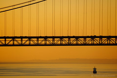 Golden bridge (PHOTOGRAFIEBER) Tags: portugal sunset sun evening night lisbon gold golden boat ship bridge construction sunlight