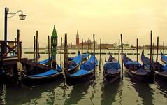 Venezia, il Carnevale è finito ... (Augusta Onida) Tags: venezia veneto venice acqua water gondola panorama landscape tramonto sunset patrimoniounesco unesco boat