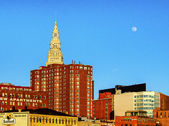 bad_moon_rising (gerhil) Tags: cityscape architecture outdoor evening terminaltower theflats moonrise location urban spring april2017 color nikcolorefexpro4 westbank buildings lensbaby velvet56 selectivefocus