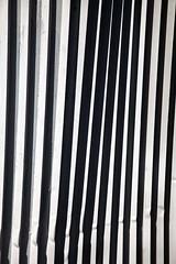 La griffe noire (Gerard Hermand) Tags: 1704117445 gerardhermand france paris canon eos5dmarkii formatportrait abstrait abstract abstraction palissade palisade tôle ondulée corrugated iron