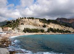 Cassis (Maxofmars) Tags: europe europa méditerranée mediterraneo france francia frankreich frankrijk mer sea mar mare zee plage beach playa platja strand spiaggia falaise provence provenza provença nuages