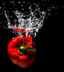 Paprika_1 (lemmyvomberg) Tags: wasser paprika splash spritzer high speed