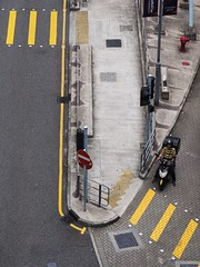 The Yellow Stripes (Feldore) Tags: hong kong street candid stripes yellow markings man tshirt central above aerial birdseye birds eye viewpoint feldore mchugh em1 olympus 35100mm panasonic juxtaposition