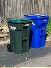 Garbageman and Saint Paul Recycle Carts (TheTransitCamera) Tags: trash cart can bin barrel wheelie garbageman cascade