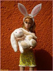 Hoppy Easter (Mary (Mária)) Tags: poppy poppyparker integritytoys easter 2017 bunny hoppy grass mattel fashion scene model corrie barefootinthepark bratterlovers plushy rabbit barbie orange love mary photography doll