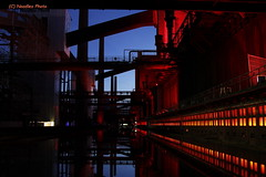 Zeche Zollverein Kokerei -  Zollverein Coal Mine Coking Plant (Noodles Photo) Tags: cokingplant kokerei unescowelterbe unescoworldheritagesite zechezollverein coalmine nachtaufnahme longexposure canoneos7d ef24105mmf4lisusm reflection essen nrw deutschland germany denkmal colliery