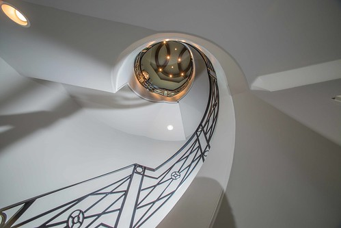 Andronx Curved staircase