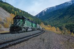 Marias Pass, Montana (Mojave511) Tags: legacyslidescans montana mariaspass train october 1999 burlingtonnorthern locomotive bnsf