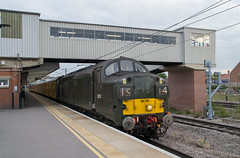 37057 - 1Q86 - Peterborough - 29.04.2017 (Tom Watson 70013) Tags: peterborough railway station train class37 tractor colas railfreight d6757 37057 br green 1q86