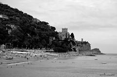 Castello. (aurora.leonardi) Tags: castello teleobiettivo bn black white blakandwhite bianco e nero biancoenero liguria collina photography