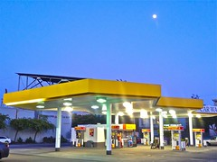 Divisadero Touchless Car Wash & Moon (Lynn Friedman) Tags: sanfrancisco ca street usa moon station corner oak published pumps shell gasstation fullmoon carwash pump fuel gaspump westernaddition lowerhaight alamosquare divisadero touchless attribution fossilfuel twilght streetsandpeople lynnfriedman touchlesscarwash flickeflu flckeflucom
