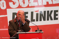 Left Party's top candidate Gregor Gysi campaigns in Berlin (tsreportage) Tags: berlin schneberg bundestagswahl election speech campaign bundestag rede wahlkampf tempelhof schoeneberg pds socialissues kandidat gregorgysi dielinke spitzenkandidat votie leftparty gysikommt btw13 100sozial topcandidate