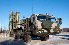 "S-400 Triumf (4) • <a style=""font-size:0.8em;"" href=""http://www.flickr.com/photos/81723459@N04/9815398835/"" target=""_blank"">View on Flickr</a>"