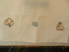 Pano de Prato - Galinnhas e Flor (Katrin H. Moecke) Tags: azul galinha pano laranja flor artesanato amarelo vendo decorao copa cozinha bico bege detalhes pontocruz