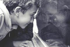 Ellos se entienden (Conchilla Mrquez Gmez) Tags: boy bw byn children zoo eyes ojos mirada nio nantes blackwhitephotos