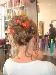 "chignon coque flou et fleur • <a style=""font-size:0.8em;"" href=""http://www.flickr.com/photos/115094117@N03/12082068325/"" target=""_blank"">View on Flickr</a>"