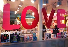 Love is everywhere, (fvrier 2014) (G916) Tags: love rouge coeur amour everywhere vitrine