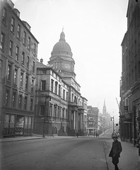 Old College in Edinburgh around 1900 (Historic Environment Scotland) Tags: street bw architecture scotland edinburgh child historic unesco worldheritagesite dome 1900 canmore oldtown historicscotland whs southbridge universityofedinburgh oldcollege rcahms francismchrystal francischrystal sc1098280