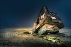 Stop the wars , please !! (StephanieB.) Tags: bunker guerre war hourdel france picardie baiedesomme longexposure expositionlongue lecrotoy cayeux night nuit sable vase mer see architecture sonyslte77m2 garffitti exterieur horizon