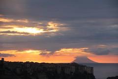 Stromboli al tramonto!! (Anfora di Cristallo) Tags: sole nuvola vulcano stromboli isola eolie