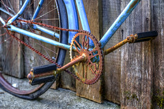 Crank (Paul Rioux) Tags: bicycle crank pedals chain rust rusty rusting oxidized oxidation old vintage antique decay deacyed texture blue prioux