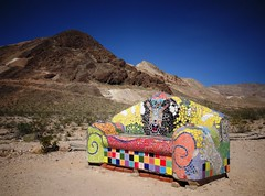 Bench for ghost ? (France-♥) Tags: 384 banc bench rhyolite nevada ghosttown sithere sofie sofiesiegmann ceramic