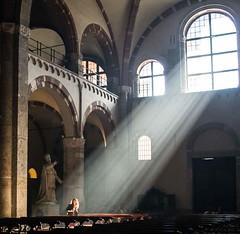 Et Dieu créa la femme... (symartin44) Tags: milan capturedinstant church sun sunbeam women