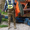 Chameau-oliv-Baustelle7400 (Kanalgummi) Tags: sewer worker rubber waders chestwaders wathose bomber jacket bomberjacke kanalarbeiter égoutier