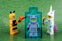 Wakey Piggy! Spring has come (Lesgo LEGO Foto!) Tags: lego minifig minifigs minifigure minifigures collectible collectable legophotography omg toy toys legography fun love cute coolminifig collectibleminifigures collectableminifigure bumblebeegirl bumblebee bee girl bumble unicorngirl unicorn piggysuitguy pig piggy suit guy spring ice grass drill