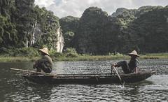 Vietnam (cristianfranco) Tags: trip travel traveler backpack backpacker mochila mochilero viaje asia sudeste asiatico southest soudern vietnam vietnamit vietnamita shipaguawater jungle trang an nim n binh guys work agua