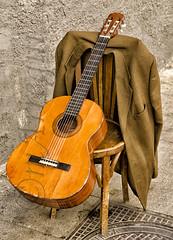 Guitarra para una saeta (mArregui) Tags: wwwarreguimeluscom marregui saeta guitarra música stret calle cuenca castillalamancha chaqueta silla conquense semana santa semanasanta nazareno