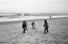 Easter at the Beach (Sage Naumann) Tags: easter beach sand kids children playing 35mm film 35mmfilm filmsnotdead filmphotography ishootfilm ilovefilm bw blackwhite bwfilm 400iso ilford hp5 leica cl leicacl leitz minolta mrokkor 40mm leicaglass ocean carlsbad