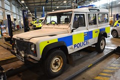 R243 CMB (S11 AUN) Tags: cheshire police land rover defender tdi 4x4 driver training drivingschool offroadtraining rural patrol panda car incident response vehicle irv 999 emergency r243cmb