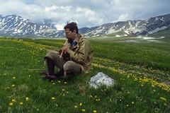 Sonata per flauto dolce (giorgiorodano46) Tags: giugno1980 june 1980 giorgiorodano analog fotoanalogica gransasso campoimperatore italy primavera spring abruzzo