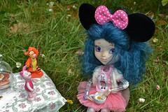 Tea time flowers! (alixir2.0) Tags: disney mickey mouse souris dessin animé pullip figurine toys jouet winnie pooh time gouter jardin lourson bourriquet gateau kawaii cute tea tigrou porcinet doll bjd poupée enfance alixir