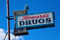 Howard's Drugs, Lakeview, OR (Robby Virus) Tags: lakeview oregon or howards drugs drug store drugstore pharmacy sign signage business