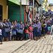 Indigene maya mam in coda alla banca