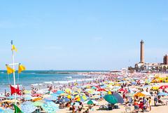 Chipiona (Lanpernas 4.0) Tags: beach mar andaluca playa verano postal cdiz plage calor playita chipiona sombrillas veraneo